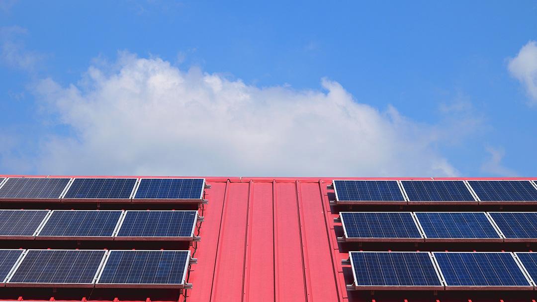 Tetto fotovoltaico Perloz, incentivi fiscali per il condominio